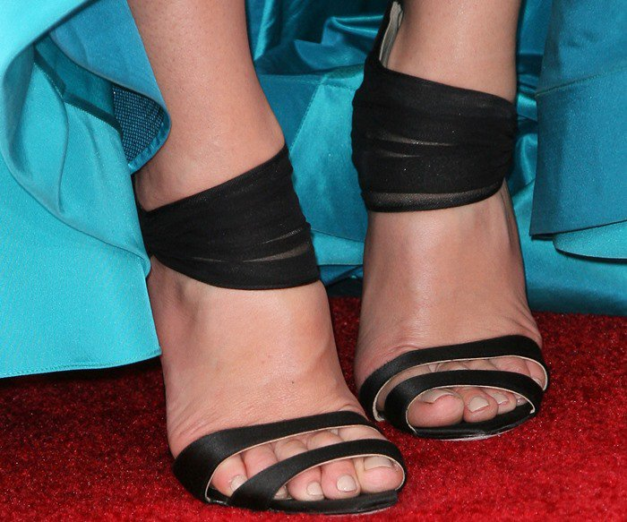 Jessica Pare finishes off her red carpet look with a pair of Oscar de la Renta cuffed sandals on her feet