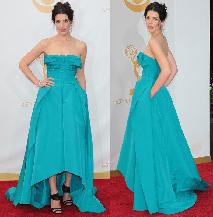 Jessica Pare wears a bright blue gown from Oscar de la Renta on the red carpet