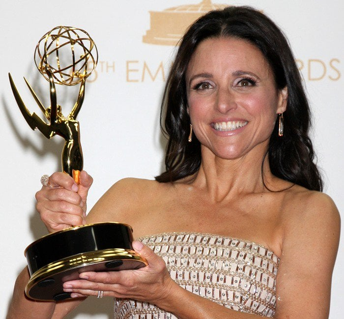 Julia Louis-Dreyfus poses with her trophy at the 2013 Emmy Awards