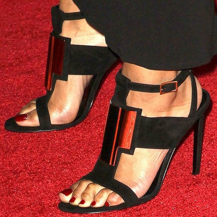 Keri Hilson's sexy toes in Saint Laurent Janis sandals