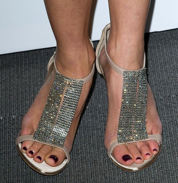 Naomi Watts completed the outfit with a pair of sparkly sandals