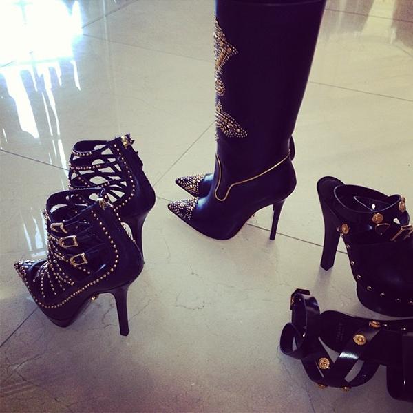 Nicki Minaj showing off her Versace heels