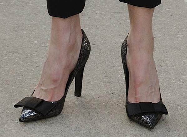 Nicole Kidman's Lipstick pumps with oversized bows
