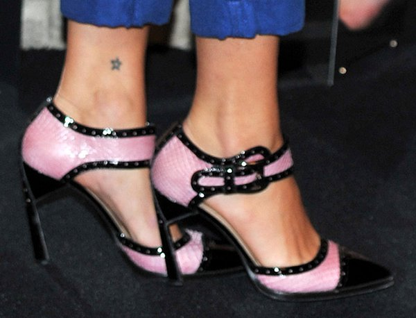 Pixie Geldof's sexy feet in pink snakeskin heels