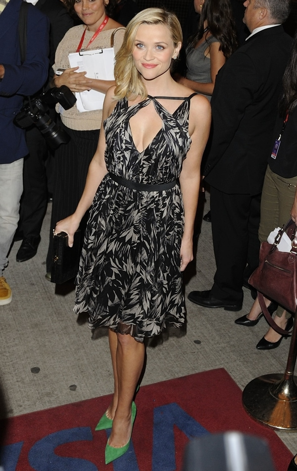 Reese Witherspoon'sblack-and-white dress showed off her slim figure and sexy cleavage