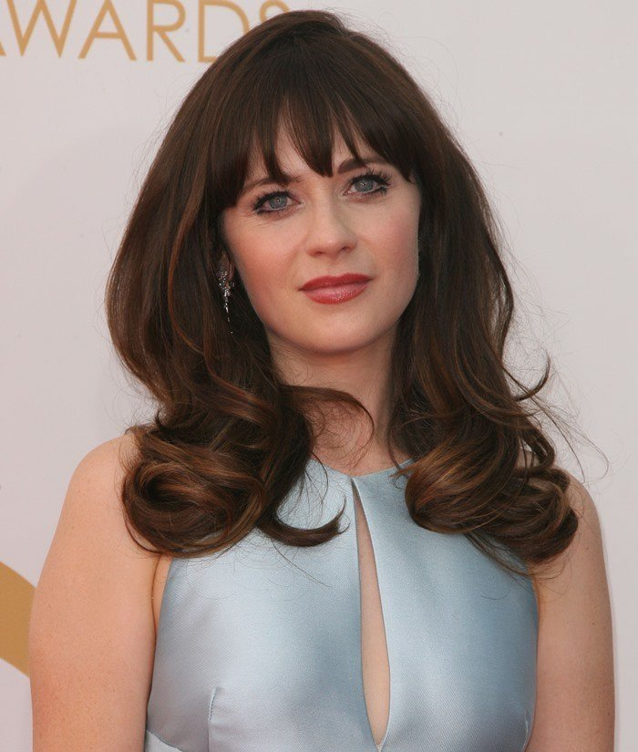 Zooey Deschanel shows off a romantic make-up look at the Emmy Awards