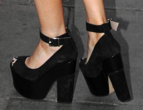 Ellie Goulding's platform heels