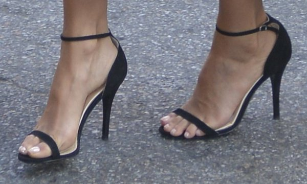 Jessica Alba showing off her feet in Ralph Lauren 'Bliesta' sandals
