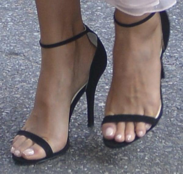 "Jessica Alba Shows Off Her Feet in Ralph Lauren ""Bliesta ..."