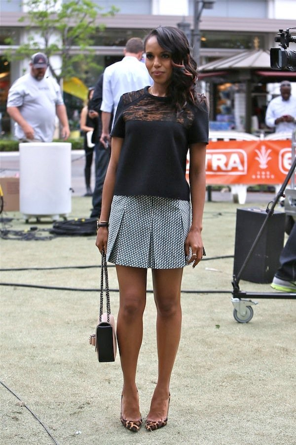 Kerry Washington opting for casual comfort on the set of Extra at The Grove in Los Angeles, California, on May 8, 2013