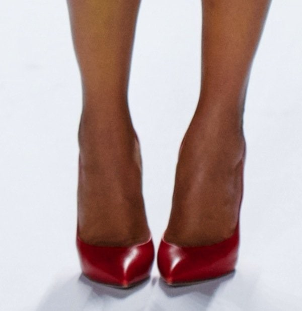 Kerry Washington in gorgeous red Casadei shoes