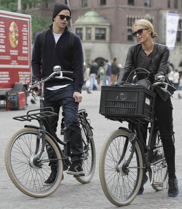 Paris Hilton and River Viiperi biking around Amsterdam