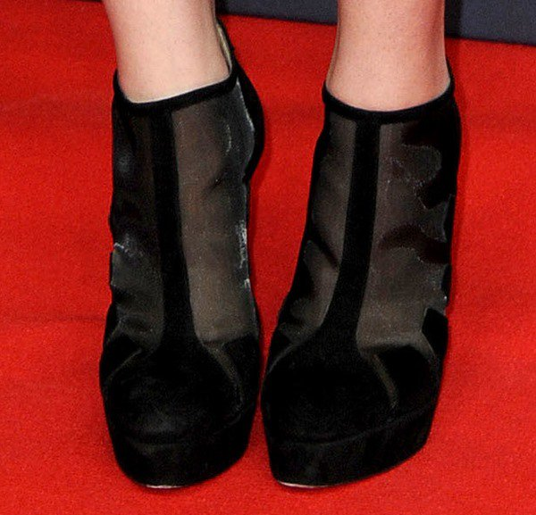 Hailee Steinfeld shows off her feet in a pair of Bionda Castana booties