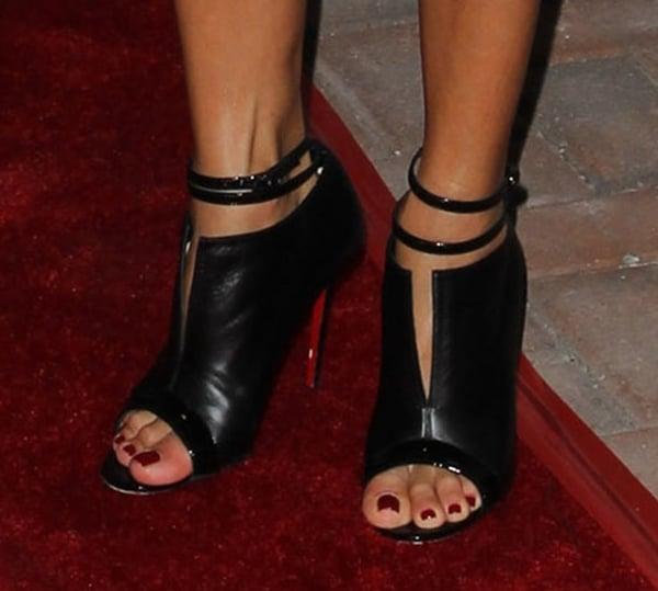 Eva Longoria's sexy toes in Diptic booties