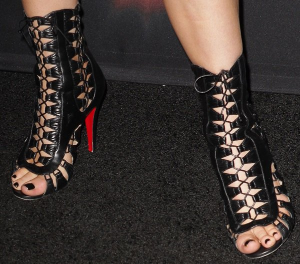 "Kylie Jenner wears a pair of ""Azimut"" booties on her feet"