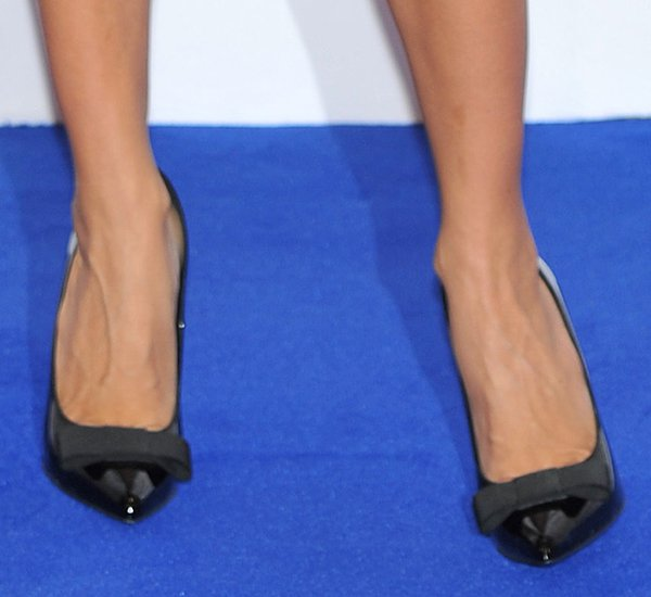 Penelope Cruz shows off her feet in black bow pumps