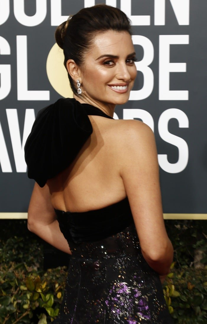 Penelope Cruz oozes glamour in a captivating black dress featuring an array of glittering accents