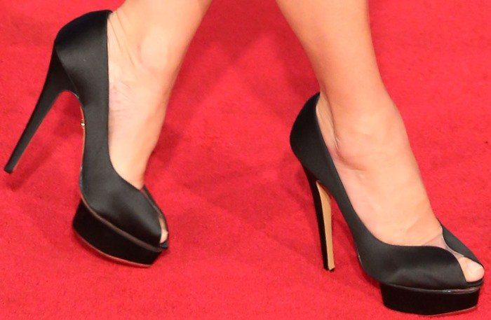 "Sandra Bullock wears a pair of ""Daphne"" pumps to the red carpet premiere of her new movie"