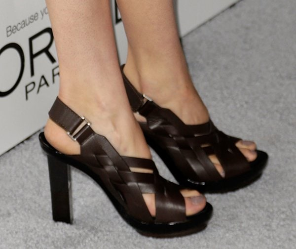 Shailene Woodley showing off her feet in ugly shoes