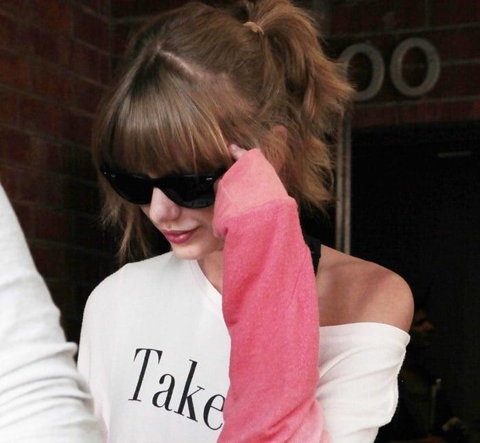 Taylor Swift wearing a Wildfox Take Me to Paris baggy sweatshirt