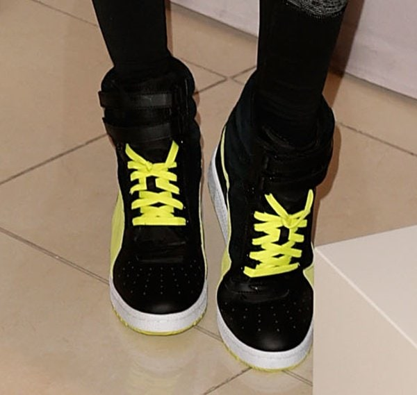 """Alessandra Ambrosio shows off her feet in a pair of """"Sky Wedge"""" sneakers"""