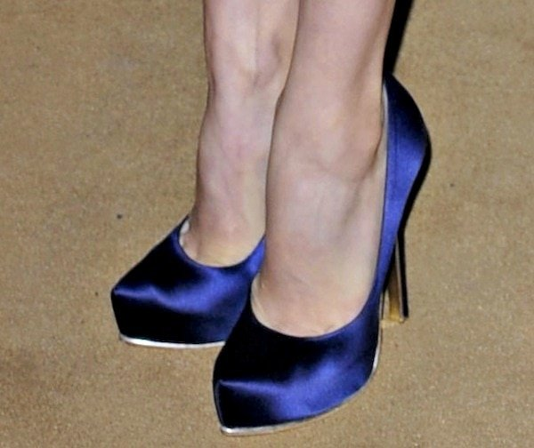 Amy Adams reveals toe cleavage in sapphire blue satin pumps from Salvatore Ferragamo's Red Carpet collection