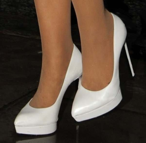"Ariana Grande wearing white Saint Laurent ""Janis"" pumps"