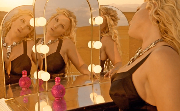 Britney'sFantasy Twistfragrance making a cameo in the video