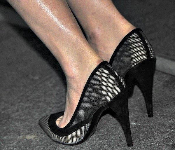 Carey Mulligan's hot feet in Christian Dior shoes