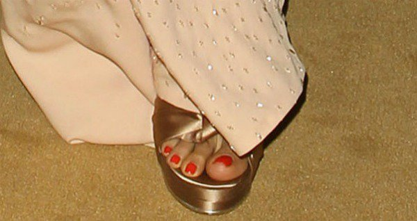 Freida Pinto's pedicured toes in satin platform sandals