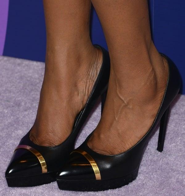 Jennifer Hudson shows off her feet in black Saint Laurent shoes