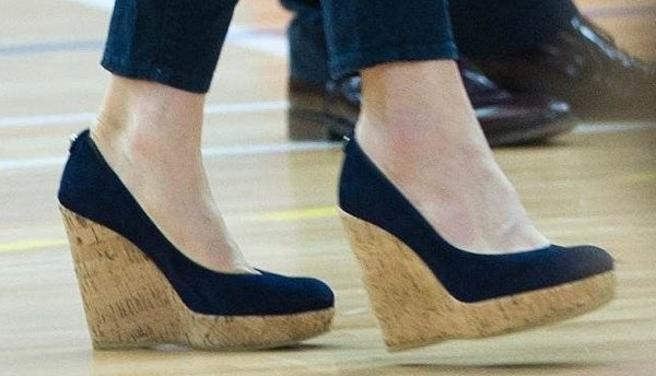 Kate Middleton playing volleyball in Stuart Weitzman wedges