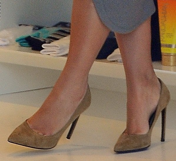 A closer look at Kim's light brown suede pumps