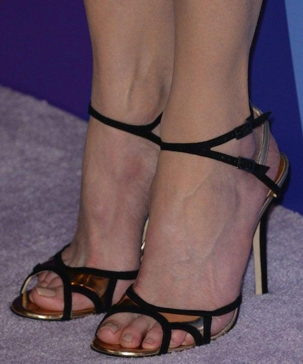 Nicole Kidman displays her pretty toes in black-and-gold Jimmy Choo heels