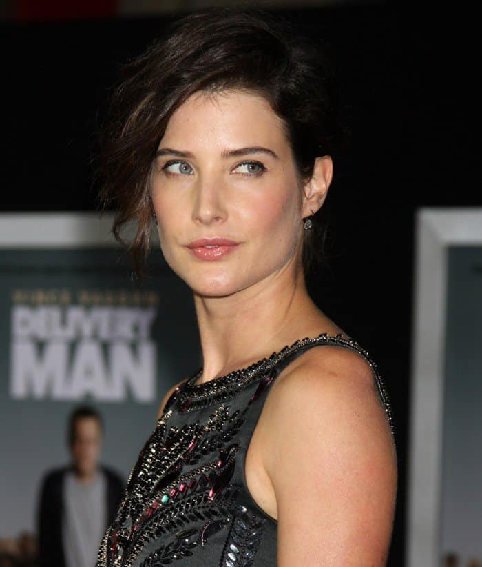 Cobie Smulders' hair was swept to one side