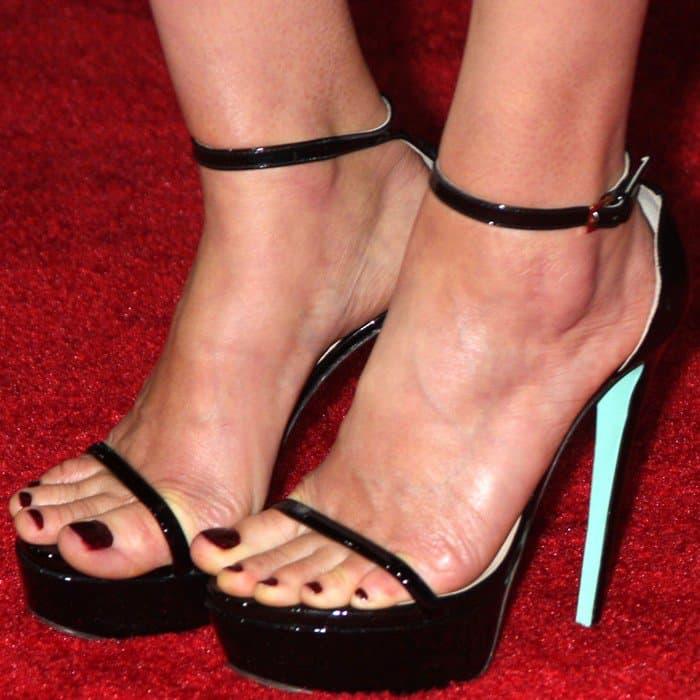 Cobie Smulders showed off her sexy feet in ankle-strap platform sandals