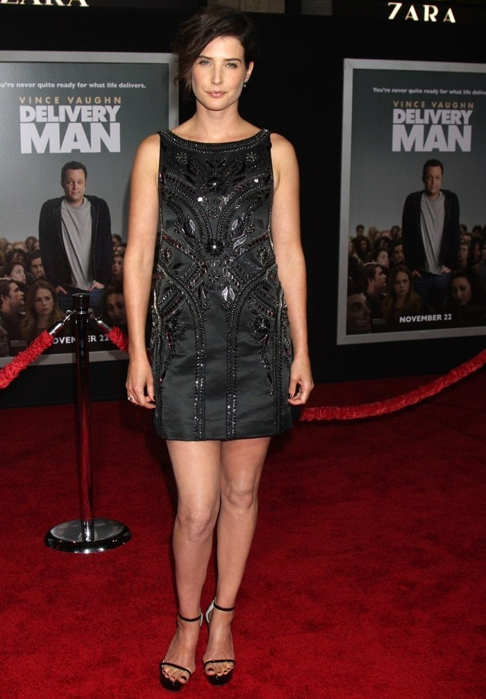 Cobie Smulders flaunted her legs