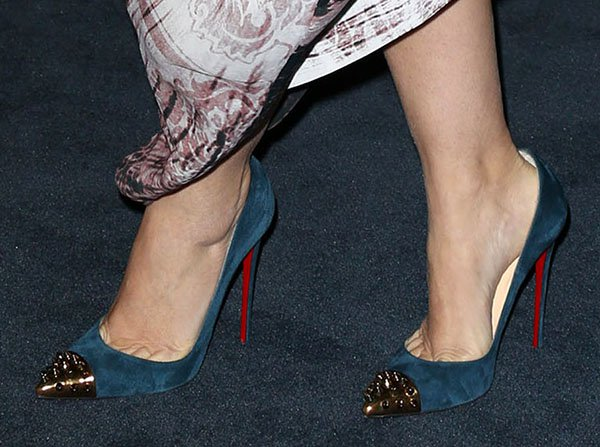 Drew Barrymore reveals toe cleavage in blue Christian Louboutin pumps