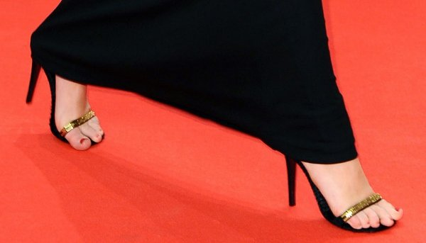 Miley Cyrus showing off her feet in Fendi shoes