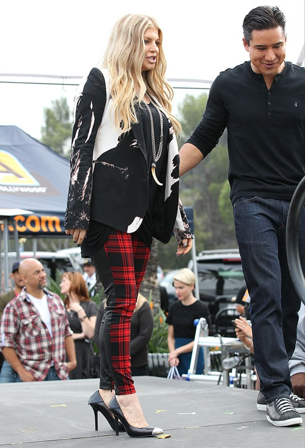 Fergie filming Extra with Mario Lopez