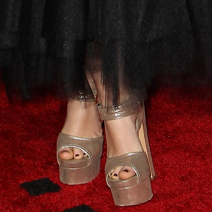 Isabelle Fuhrman displays her pedicured toes on the red carpet