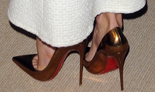 Jessica Biel wearing metallic bronze 'So Kate' pumps from Christian Louboutin