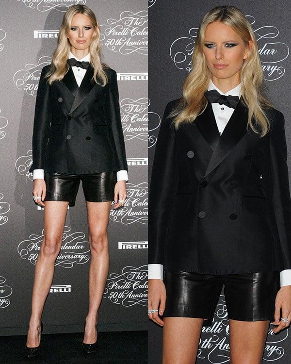 Karolina flaunted her gorgeous figure in mini leather shorts
