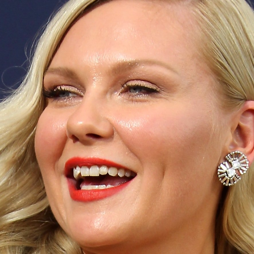 Kirsten Dunst's crooked teeth at the 2018 Emmy Awards