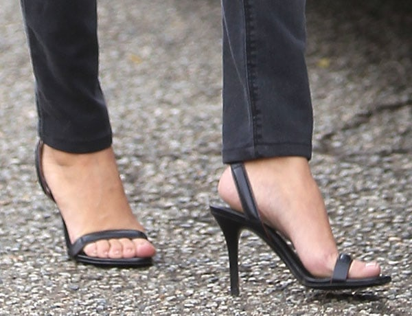 We're so glad that she opted for these Alexander Wang sandals as they gave her boyish getup a feminine touch
