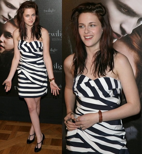 """Kristen Stewart wears her hair down at the photocall for the French release of the film """"Twilight"""""""