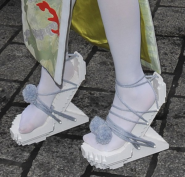 Lady Gaga's sandals areheel-less with zigzag/lego effect all over
