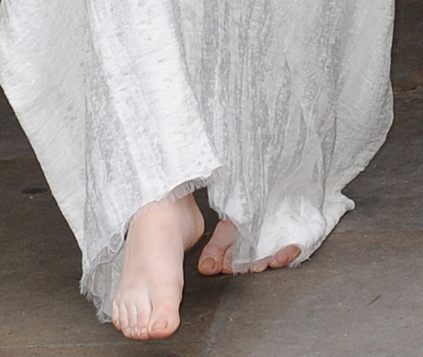 Lady Gaga was shoeless while leaving her hotel in Central London on November 1, 2013