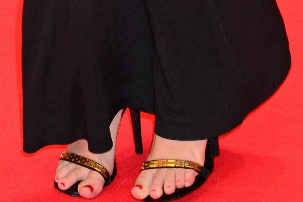 Miley Cyrus shows off her enormous toes in Fendi sandals