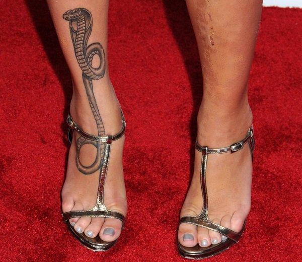 Paz De La Huerta showing off her foot tattoo